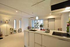 キッチンの様子2。モデルルームです。(301号室)(2016-09-28,専有部,ROOM,3F)