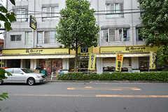 近くにはスーパーがあります。(2016-09-28,共用部,ENVIRONMENT,1F)