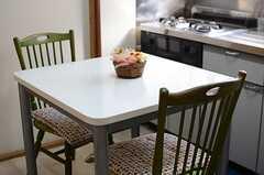 テーブルの様子。(2013-12-24,共用部,LIVINGROOM,1F)
