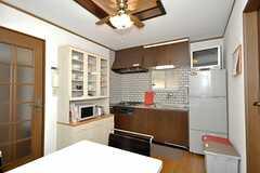 リビングの様子2。奥にキッチンがあります。(2009-12-23,共用部,LIVINGROOM,2F)