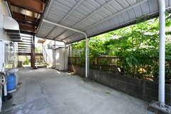 自転車置き場の様子。屋根付きです。(2021-06-10,共用部,GARAGE,1F)