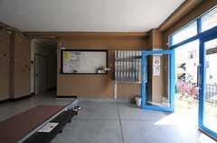 玄関脇に部屋ごとのポストがあります。(2014-04-01,周辺環境,ENTRANCE,1F)