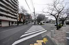 シェアハウスから東急田園都市線・宮前平駅へ向かう道の様子。(2009-02-13,共用部,ENVIRONMENT,1F)