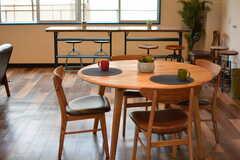 丸テーブルの様子。(2017-04-27,共用部,LIVINGROOM,1F)