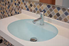 水色がきれいな洗面台。(2017-04-27,共用部,WASHSTAND,1F)