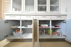 食器棚の下には共用のゴミ袋などが収納されています。(2016-03-22,共用部,KITCHEN,1F)