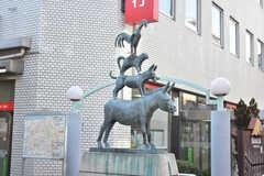 東急田園都市線・元住吉駅周辺の様子2。動物の像があります。(2018-02-23,共用部,ENVIRONMENT,1F)