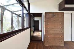 102号室との間にはドアがあります。2室をまとめて借りるプランもあります。(103号室)(2019-03-14,専有部,ROOM,1F)
