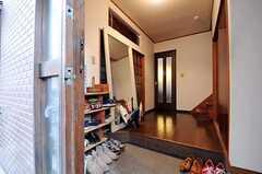 正面玄関から見た内部の様子。(2011-06-01,周辺環境,ENTRANCE,1F)