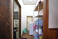 脱衣室の様子。洗濯機が設置されています。(2011-06-01,共用部,OTHER,1F)