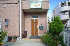 シェアハウスの正面玄関。(2013-07-18,周辺環境,ENTRANCE,1F)