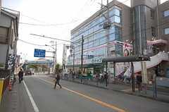 JR南武線久地駅からシェアハウスへ向かう道の様子。(2008-11-14,共用部,ENVIRONMENT,1F)