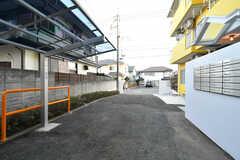 駐車場の様子。有料ですが、2台まで駐車可能です。(2018-11-14,共用部,GARAGE,1F)