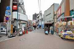 東急東横線元住吉駅前のモトスミ・オズ通り商店街の様子。(2010-02-01,共用部,ENVIRONMENT,1F)