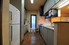 キッチンの様子。(2013-11-21,共用部,KITCHEN,1F)