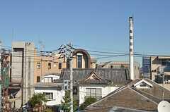 窓からは近くの生田浴場の煙突が見えます。(301号室)(2013-11-21,共用部,OTHER,3F)