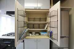 食器棚の様子。(2012-04-13,共用部,KITCHEN,3F)