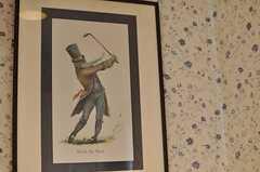 トイレにはゴルフを練習している人がいます。(2012-04-13,共用部,TOILET,3F)
