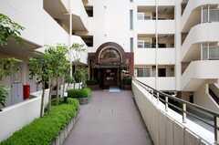 マンションの正面玄関。(2008-04-23,周辺環境,ENTRANCE,1F)
