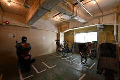 自転車置き場の様子。シェアハウス用に2台シェア自転車を設置する予定です。(2018-02-27,共用部,GARAGE,1F)