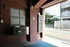 郵便受けの様子。宅配ボックスも設置されています。(2018-04-03,周辺環境,ENTRANCE,1F)