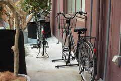 共用自転車の様子。入居者さんの私物の自転車は各部屋で保管します。(2018-04-03,共用部,OTHER,1F)