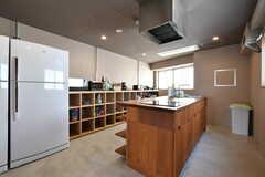 リビングの隣はキッチンです。(2018-04-03,共用部,KITCHEN,4F)