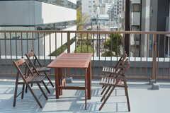 テーブルと椅子が設置されています。お花見もできる特等席。(2018-04-03,共用部,OTHER,5F)