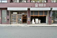 隣のA棟はカフェやオフィスが入っています。(2020-07-30,共用部,OTHER,1F)