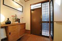 内部から見た玄関周りの様子。(2011-12-19,周辺環境,ENTRANCE,2F)