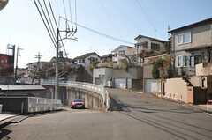 小田急線・読売ランド前駅からシェアハウスへ向かう道の様子。(2011-12-19,共用部,ENVIRONMENT,1F)