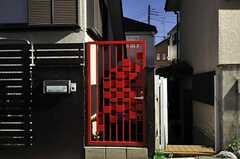 玄関にオートロックの門が追加されました。(2012-11-13,周辺環境,ENTRANCE,1F)