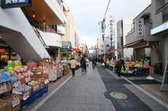 各線・元住吉駅からシェアハウスへ向かうブレーメン通り商店街の様子。(2014-01-24,共用部,ENVIRONMENT,1F)