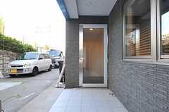 エントランスの入り口の様子。(2013-10-28,周辺環境,ENTRANCE,1F)