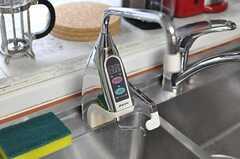 オーナーさんが静岡から取り寄せたという浄水器。(2012-03-23,共用部,KITCHEN,1F)
