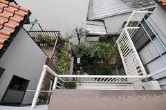 窓からは庭を見下ろせます。(301号室)(2012-03-23,専有部,ROOM,3F)