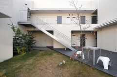 中庭を囲むようにして、建物が建てられています。(2013-12-17,共用部,OTHER,1F)
