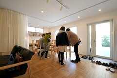 参加者はパートナーと一緒に来られた方が多数。(HOUSE TRIP -旅する住まいの見学会-)(2014-02-22,共用部,PARTY,1F)