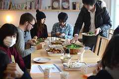食事を楽しむ参加者のみなさん5。(HOUSE TRIP -旅する住まいの見学会-)(2014-02-22,共用部,PARTY,1F)