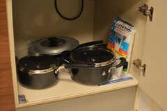 鍋類はヒーターの下に収納されています。(2020-10-15,共用部,KITCHEN,1F)