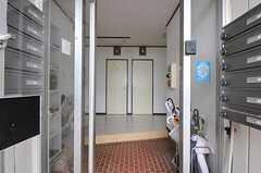 正面玄関から見た内部の様子。(2012-08-03,周辺環境,ENTRANCE,2F)