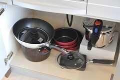 キッチン下には調理器具が収納されています。(2012-08-03,共用部,KITCHEN,1F)