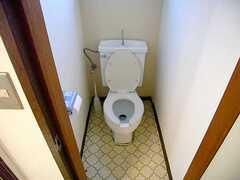 トイレの様子。(302号室)(2007-07-13,専有部,ROOM,2F)