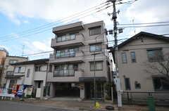 マンションの外観。2階と4階にシェアハウスがあります。(2016-02-25,共用部,OUTLOOK,1F)