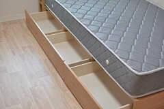ベッドは引き出し付きです。(402号室)(2017-03-30,専有部,ROOM,4F)