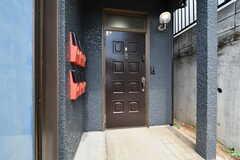 玄関ドアの様子。(2019-04-02,周辺環境,ENTRANCE,1F)