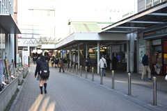 小田急線・鶴川駅の様子。(2018-03-02,共用部,ENVIRONMENT,1F)