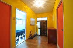 内部から見た玄関周りの様子。(2011-01-19,周辺環境,ENTRANCE,1F)