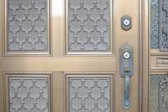 玄関ドアの様子。(2014-06-30,周辺環境,ENTRANCE,3F)