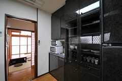食器棚の様子。(2013-04-23,共用部,KITCHEN,1F)
